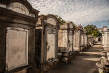 Walking Around Lafayette Cemetery No 1 In New Orleans (USA)