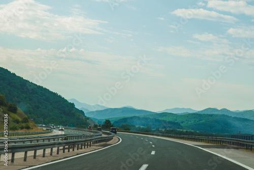 Fotografiet  summer time road trip. speedway in mountains