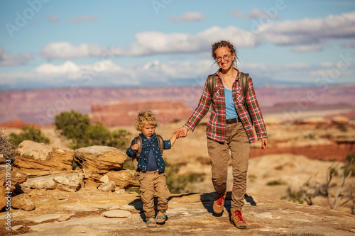 Valokuvatapetti Hiker with boy in Canyonlands National park, needles in the sky, in Utah, USA