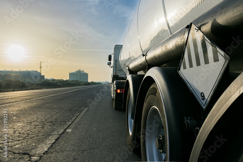 Camion cisterna combustible