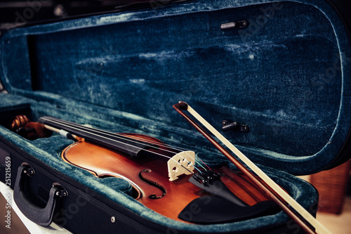 Fotobehang Muziekwinkel Violin on its case. Blue velvet violin case at
