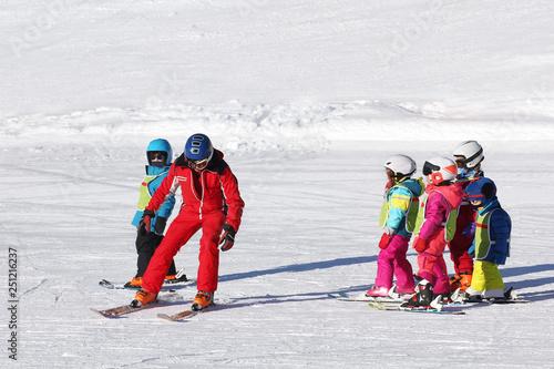 Fototapeta Cours de ski enfants-4327
