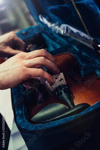Spoed Foto op Canvas Muziekwinkel Hands taking or keeping save violin on its case. Blue velvet violin case