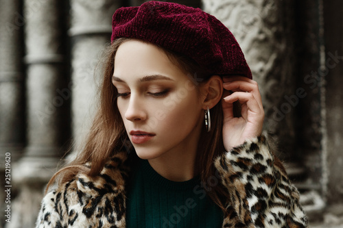 bd6e1cad77839 Outdoor close up fashion portrait of young beautiful fashionable lady  wearing trendy animal
