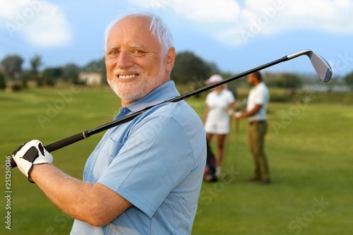 Portrait of mature male golfer Fototapete