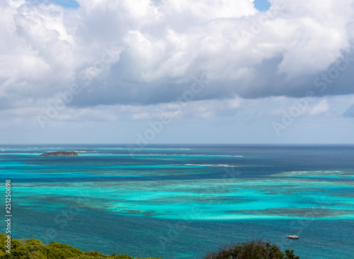 In de dag Afrika Saint Vincent and the Grenadines, Mayreau, Tobago Cays view
