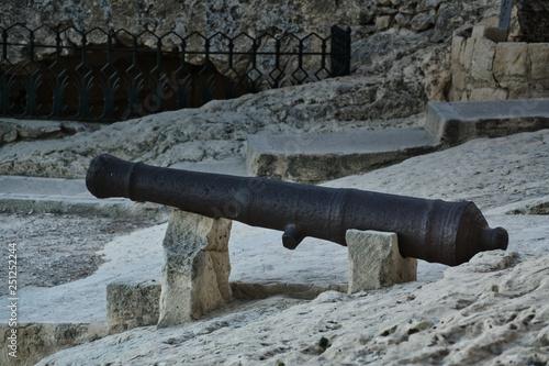 Fotografie, Obraz  cañon en el castillo Santa Barbara de Alicante