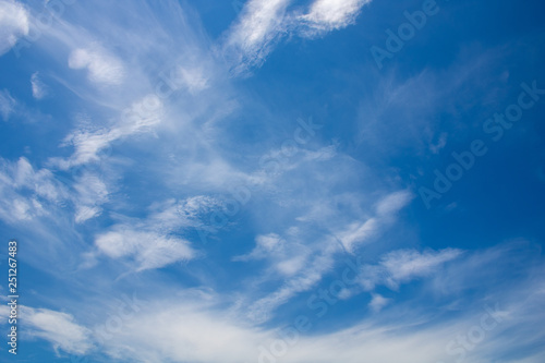 Fototapeta chmury blue-sky-background-with-white-clouds