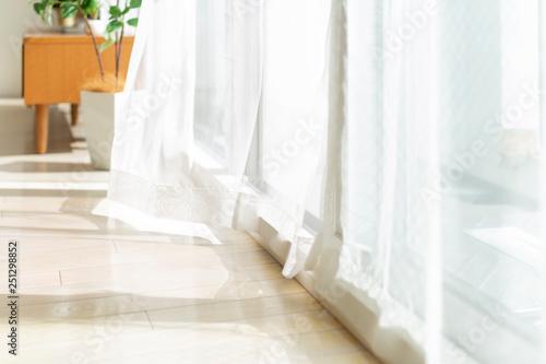 Photo 風に揺れるカーテン