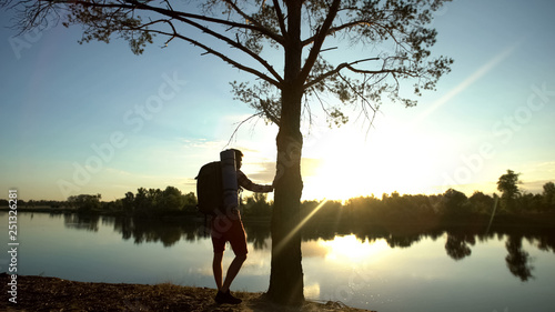Photo  Camper admiring awesome view, enjoying landscape, unity with nature, hiking