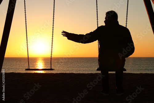 Fotomural Man alone missing her partner at sunset