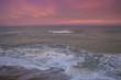 Romantico tramonto rosa sul mare adriatico a Porto Recanati