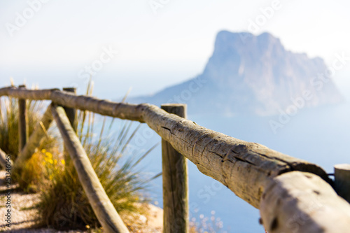 Obraz na plátne Wooden railing in a mountain path, the viewpoint of Morro de Toix, Penon of Ifac