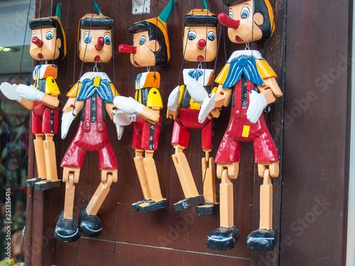 Photo Pinocchio, Marionetten, Holzpuppen, Jahrmarkt,