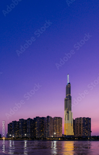 Foto  Landmark 81 is a super-tall skyscraper in Ho Chi Minh City, Vietnam