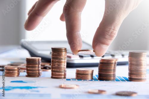 Photo sur Toile Amsterdam finanza, monete, dito, economia, affari, guadagni,