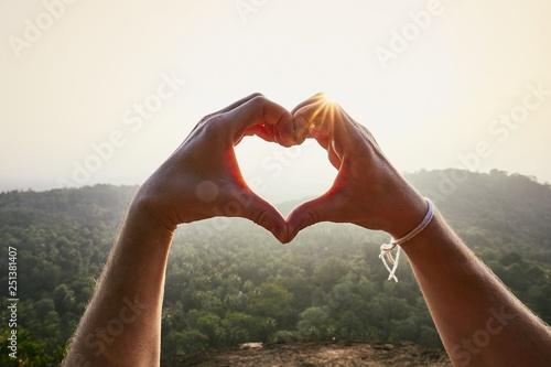Fotomural Heart shape against sunset