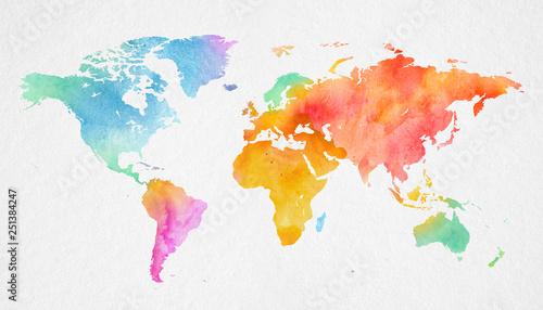 Garden Poster World Map Mehrfarbenaquarell-Weltkarte auf Papierhintergrund.