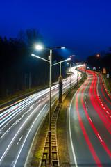 Fototapeta na wymiar Lichtspuren auf einer Schnellstraße bei Nacht