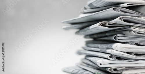 Cuadros en Lienzo Pile of newspapers on white background