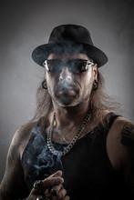 Zigarre Rauchen Rocker Mit Hut...