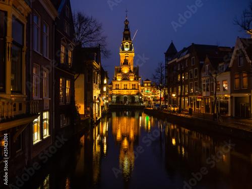 Photo  Kirche mit Spiegelung in Alkmaar Niederlande
