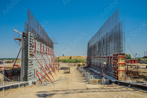 Panel formwork on the construction of the vertical walls of the