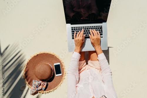 Woman freelancer work in tropics Fototapeta