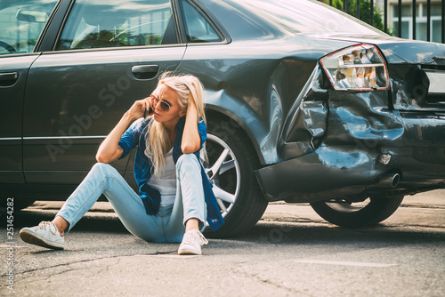 Canvastavla  girl sits on the road, near the broken car and calls on the phone, calling for help