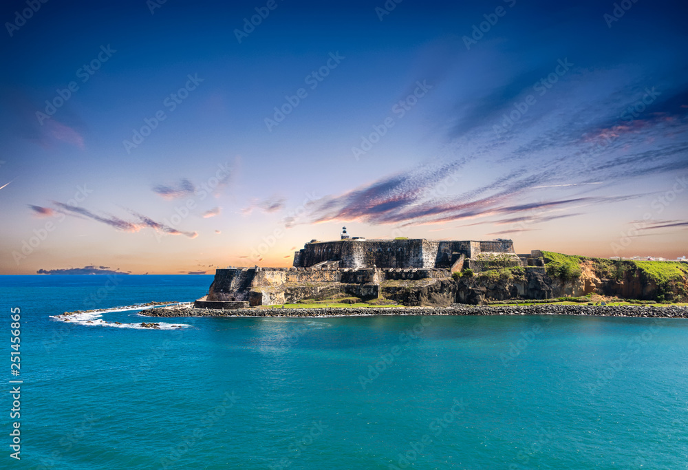 Fototapety, obrazy: The old fort of El Morro on the coast of San Juan Puerto Rico