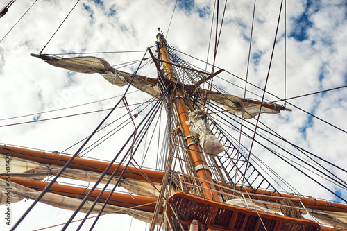 Fotografie, Obraz  mast of old sailing ship on the sky background