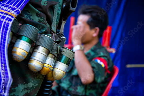 Fotografia Mon soldier sling gun and bullet in Mon independence day