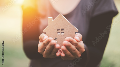Small home model on woman hand. Canvas-taulu