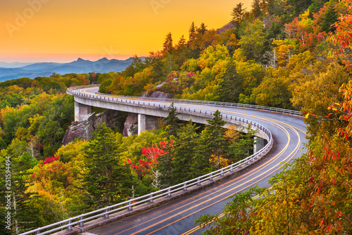 Amérique du Sud Grandfather Mountain, North Carolina, USA at Linn Cove Viaduct.