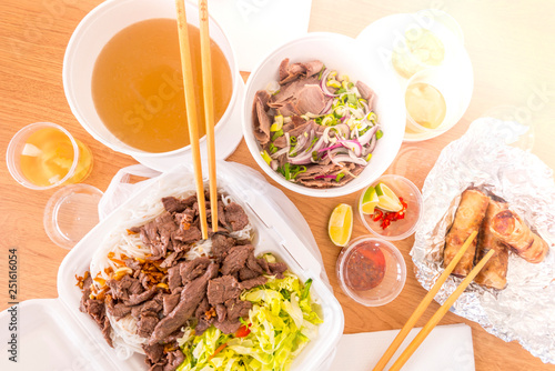 Photo Vietnamese food, traditional soup Pho, strong broth, beef and rice noodles, Bun