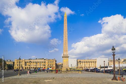 Fotografía PARIS, FRANCE - 02 OCTOBER 2018:Obelisk Monument with blue sky at Place de la co
