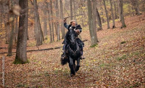 Photo  Furious Warrior Man riding a black horse