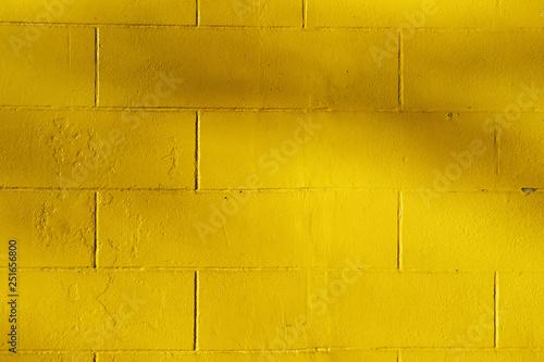 Fotografie, Obraz  mur de briques peint en jaune