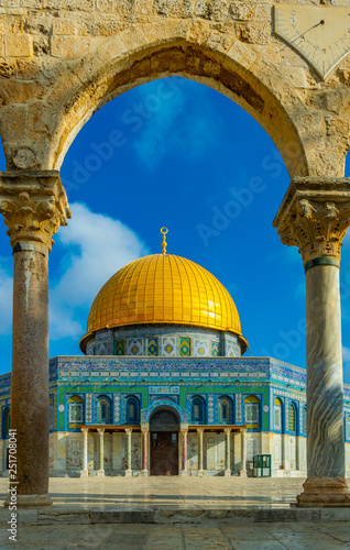 Fotografie, Obraz  Famous dome of the rock situated on the temple mound in Jerusalem, Israel