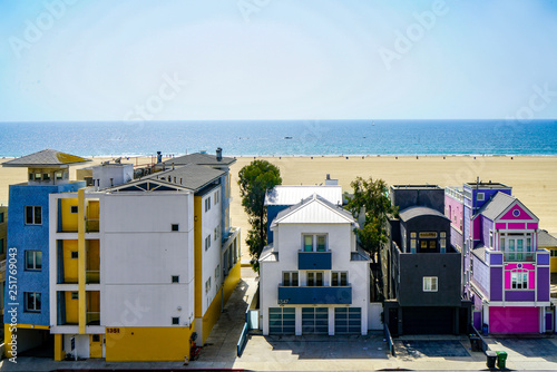 houses besides the beach in los angelus Canvas Print