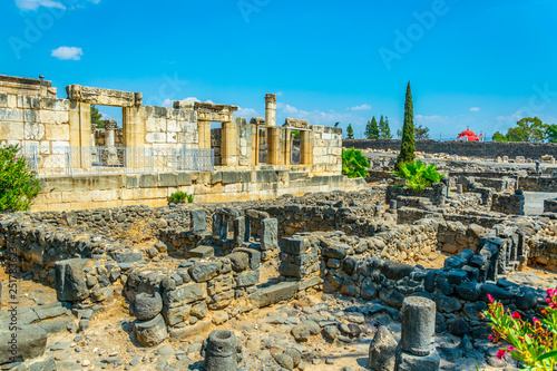 Photo Ruins of an ancient synagogue in Capernaum, Isarel