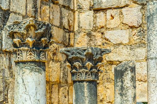 Fotografia Ruins of an ancient synagogue in Capernaum, Isarel