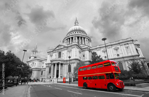 Foto op Canvas Londen rode bus London St Paul's Cathedral and Iconic Routemaster Bus.