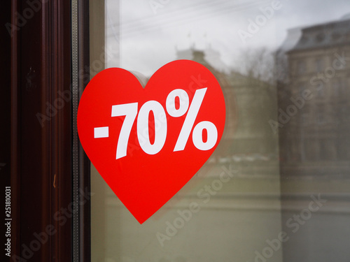 Papiers peints Rouge, noir, blanc Discount 70% on the background of the heart