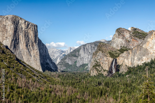 Photo  Yosemite Valley from Wawoma Tunnel View