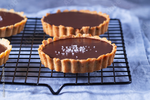 Chocolate tarts on a cooling rack Fototapeta