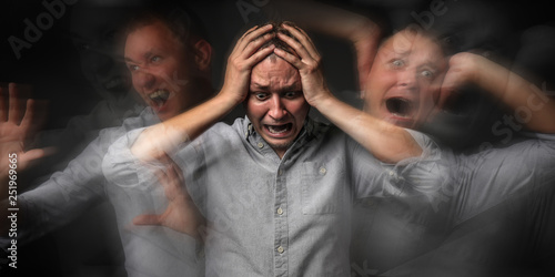 Fotografía  Man having panic attack on dark background