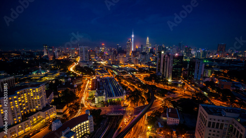 Foto op Aluminium Shanghai Cloudy sunset over Kuala Lumpur City Skyline showing the transportation arteries withing the heart of the city's transportation hub.