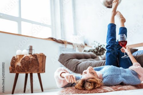 Poster Relaxation Delighted dreamy woman lying on the floor