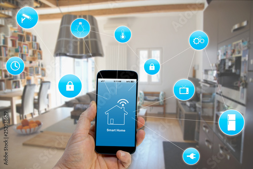 Pinturas sobre lienzo  Smart Home concept, Hand holding smartphone with smart home application on scree